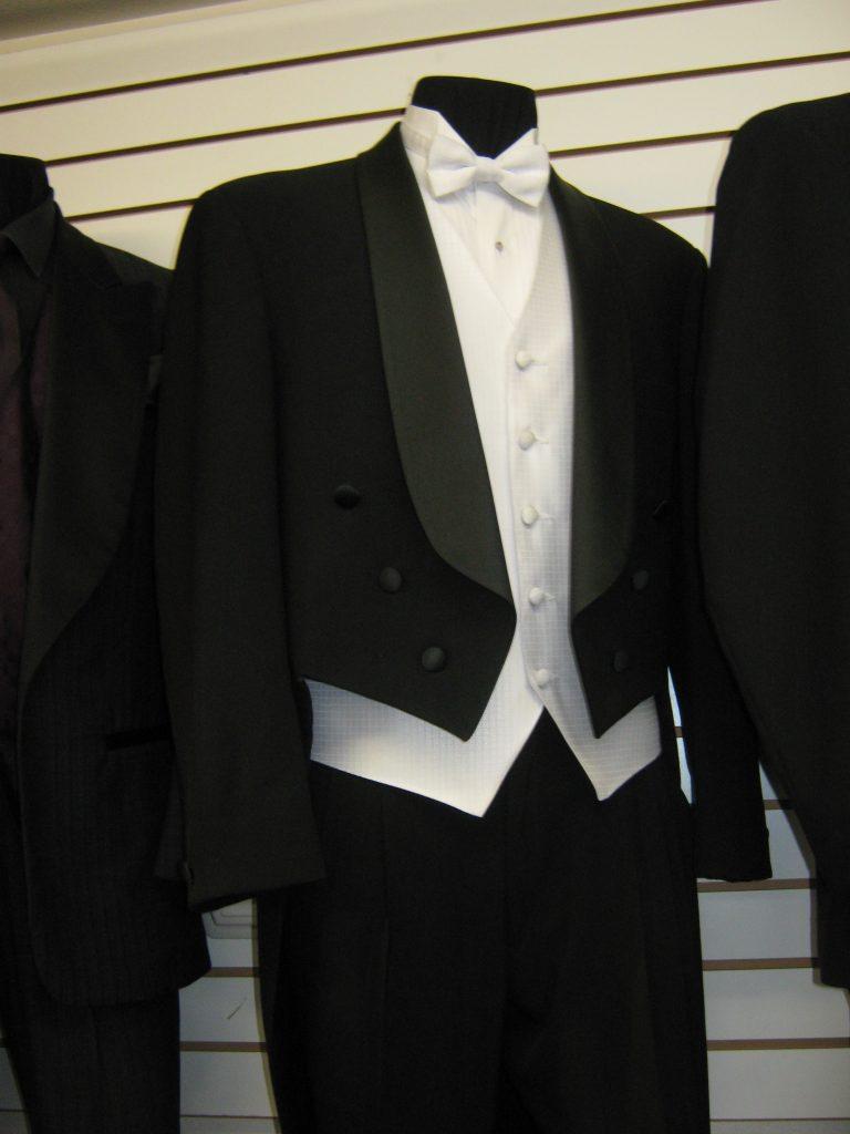Vintage Wedding What Should The Groom Wear Rose Tuxedo Az